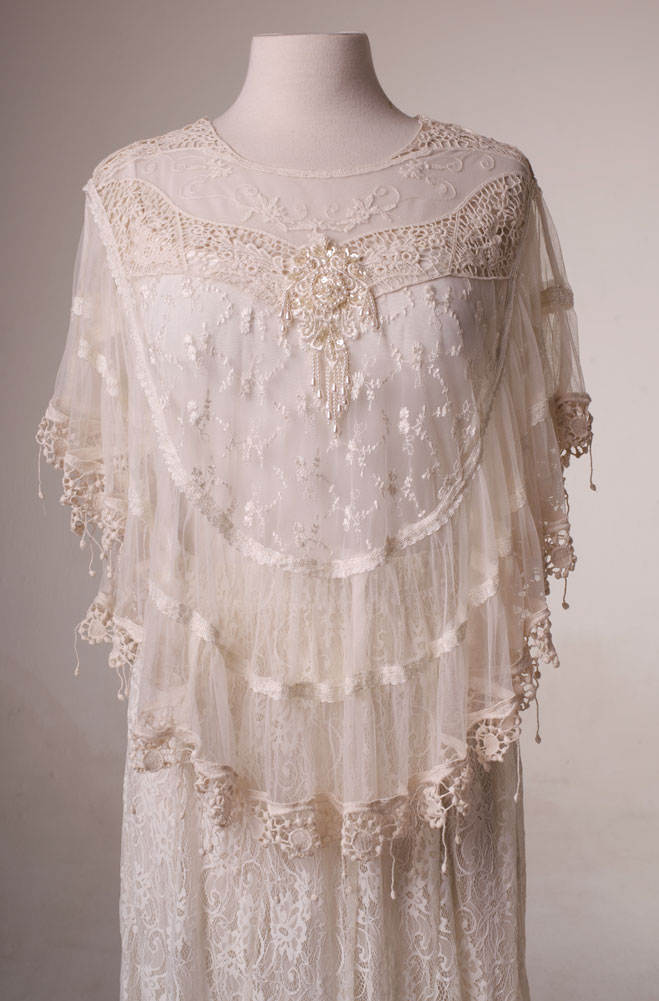 Dress in style - Victorian Lace Wedding Cape - Ann N Eve Collection