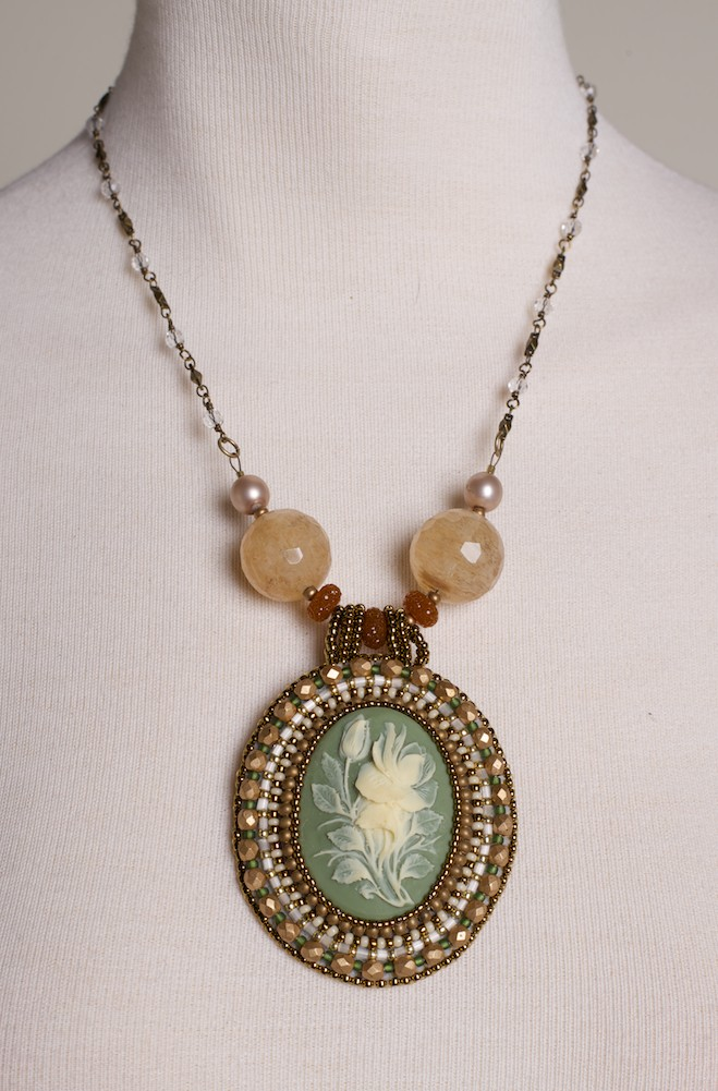 Cameo Necklace Victorian Style. #FR16-LC-FL01-GD