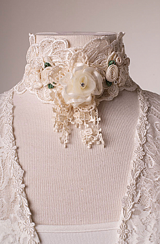 Romantic Victorian Lace Neck Piece. (7 days to ship). #1600 Neck