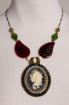 Victorian-Style Botanical Cameo Necklace. #FR16-LC-BQ01-BK